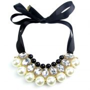 Elegantes Statement Collier mit Satin Schleife